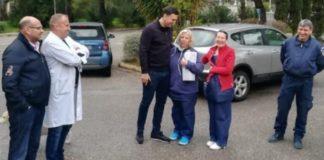 Τους δύο Έλληνες που επαναπατρίστηκαν από την Κίνα επισκέφθηκε ο Κικίλιας
