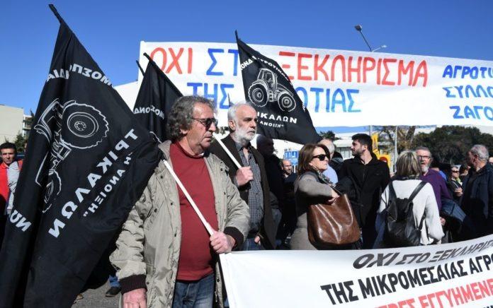 Θεσσαλονίκη: Οι αγρότες έκλεισαν την Εγνατία (pics)