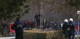 Έβρος: Τουλάχιστον 13.000 πρόσφυγες και μετανάστες στα σύνορα