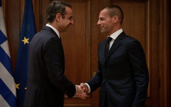 Ολοκληρώθηκε η συνάντηση «αστραπή» της Κυβέρνησης με τις FIFA & UEFA με τις τρεις πλευρές να υπογράφουν το μνημόνιο για το ελληνικό ποδόσφαιρο.