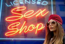 Αύξησαν αλματωδώς τις πωλήσεις τους τα sex shop στη Ρωσία - Θραύση κάνουν η στολή της νοσοκόμας και τα προφυλακτικά