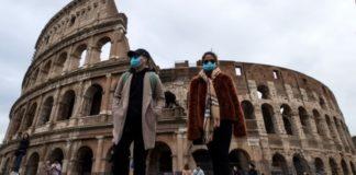 Ιταλία αλά Ουχάν: Οι κάτοικοι τραγουδούν στα μπαλκόνια τους λόγω κορονοϊού (vid)