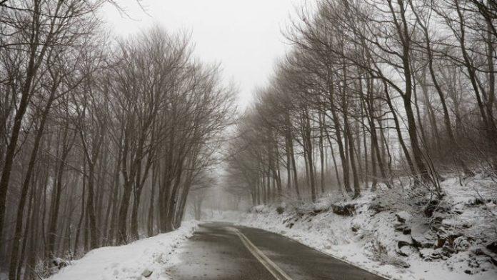 Κακοκαιρία σαρώνει το Πήλιο με έντονες βροχοπτώσεις και χιονοπτώσεις - Κατολισθήσεις στο οδικό δίκτυο