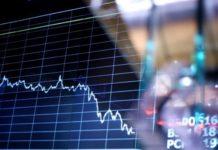 Πτωτικά κινούνται τα ευρωπαϊκά χρηματιστήρια μετά την παράταση των μέτρων για τον κορονοϊό
