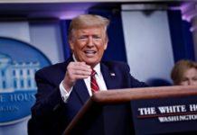 Τραμπ: Οι θάνατοι «πιθανόν» θα κορυφωθούν «σε δύο εβδομάδες»