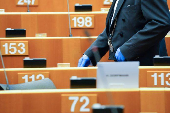 Παραίτηση του επικεφαλής της Ε.Ε. για τον Covid-19