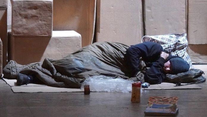 Διαγράφονται τα πρόστιμα σε αστέγους για «άσκοπη μετακίνηση»