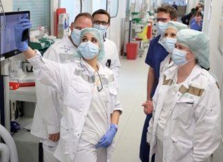 Covid-19: Οι χειρουργικές μάσκες θα μπορούσαν να περιορίσουν την εξάπλωση του κορονοϊού, σύμφωνα με ερευνητές