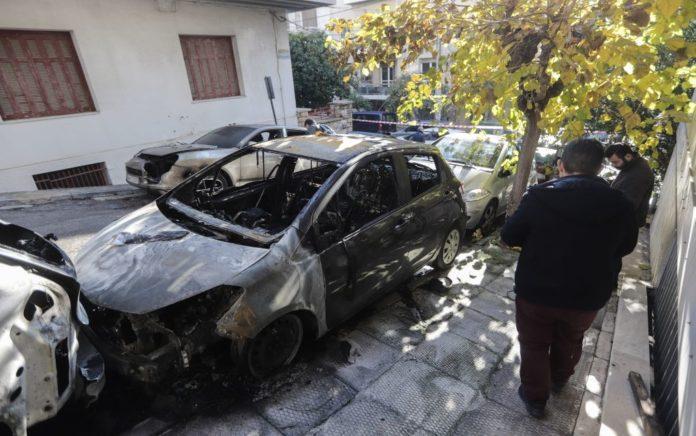 Θεσσαλονίκη: Εμπρησμός αυτοκινήτων εταιρείας courier
