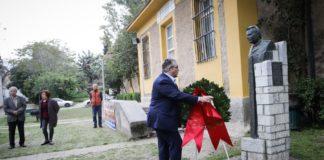 Κατάθεση στεφάνου αντιπροσωπείας του ΚΚΕ για τα θύματα της δικτατορίας