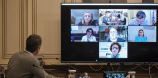 Τηλεδιάσκεψη Μητσοτάκη με γιατρούς των ΜΕΘ