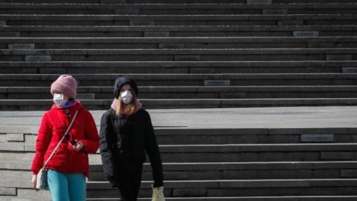 Πάνω από το 40% των κρουσμάτων που καταγράφθηκαν το τελευταίο 24ωρο στη Μόσχα είναι ηλικίας από 18 έως 45 ετών