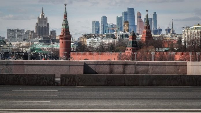 Ρωσικό αεροπλάνο που μεταφέρει βοήθεια για την αντιμετώπιση της Covid-19 απογειώθηκε από τη Μόσχα με προορισμό τις ΗΠΑ