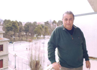 Πέθανε ο Άκης Τσόπελας