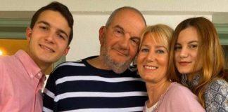 Η οικογενειακή φωτογραφία του Κώστα Καραμανλή από τα γενέθλια της συζύγου του