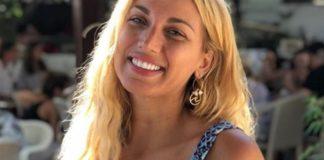 Σπυροπούλου σε Μπακοδήμου: Πρόσεχε, θα δαγκώσεις τη γλώσσα σου (vd)Η Κωνσταντίνα Σπυροπούλου βγήκε στο Μουτσινά με το μπουρνούζι (vd)