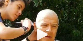 Σταύρος Θεοδωράκης: Η κόρη του τον κούρεψε γουλί! (vd)
