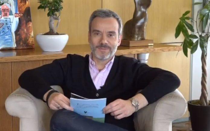 Τι αποφάσισε ο Ζέρβας για τον υπάλληλο που έκλεβε αυτοκίνητα«Παραμυθάς» για… καλό σκοπό ο Κωνσταντίνος Ζέρβας (vd)