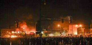 Συνέλαβαν ζωντανά συνεργείο του CNN στη Μινεάπολη (vds)