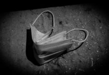 ΠΟΥ: Συνιστά τη χρήση μάσκας σε δημόσιους χώρους