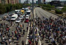 Βαρκελώνη: Χαμός έξω από το εργοστάσιο της Nissan