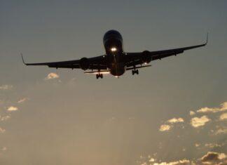 Καταργούν χιλιάδες θέσεις εργασίας οι αεροπορικές εταιρείες
