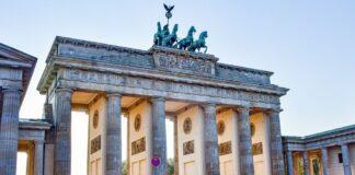 Γερμανία: Θέλει να επιτρέψει τα τουριστικά ταξίδια σε 31 χώρες