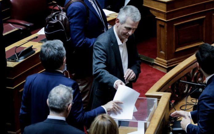Βουλή: Ευτράπελο με την ψήφο Καλογιάννη