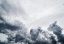 Καιρός: Σποραδικές βροχές και καταιγίδες