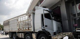 Κατέληξε ο οδηγός του φορτηγού στην Πειραιώς (pics)