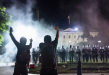 Αρχηγός Αστυνομίας Χιούστον: «Ας μην μιλήσει ξανά ο Τραμπ»