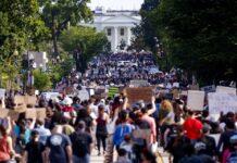 ΗΠΑ: Σε κλοιό διαδηλωτών ο Λευκός Οίκος