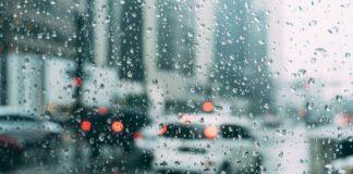 Παραμένει άστατος ο καιρός, με βροχές και καταιγίδες