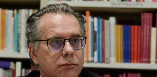 Κουμουτσάκος: Ρήτρα έκτακτης ανάγκης στο Ευρωπαϊκό Σύμφωνο για το μεταναστευτικό