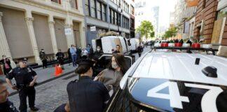 Διαδηλώσεις ΗΠΑ: Χαροπαλεύει Ελληνοαμερικανός αστυνομικός που πυροβολήθηκε στο κεφάλι