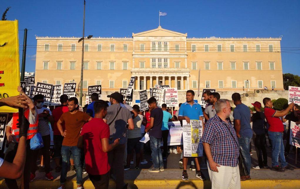 Συγκέντρωση προσφύγων στο Σύνταγμα – Στήριξη από ΣΥΡΙΖΑ (pics)