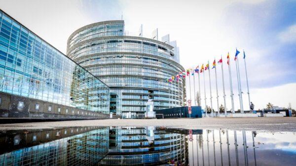 Εμ. Μακρόν: «Χαθήκαμε» εάν το Ευρωπαϊκό Κοινοβούλιο «συνεδριάζει μόνο στις Βρυξέλλες»