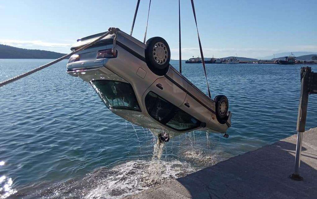 Ωρωπός: Αυτοκίνητο έπεσε στη θάλασσα - Σώα η 75χρονη οδηγός