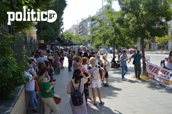 Συγκέντρωση εργαζομένων των δήμων στο Υπ. Μακεδονίας - Θράκης: «Δουλεύουμε 15 και 17 χρόνια με ετήσιες συμβάσεις» (pics&vids)