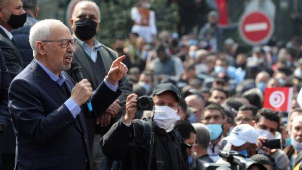 Πρόεδρος Τυνησίας: Εγώ θα ορίσω νέο πρωθυπουργό - «Πετροπόλεμος» έξω από τη Βουλή