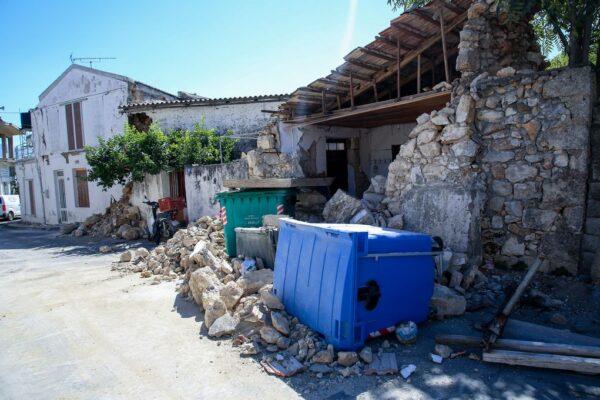 Σεισμός στο Ηράκλειο: Νεκρός ο οικοδόμος που «έφτιαχνε» το εκκλησάκι - Τραυματίστηκε ο γιος του